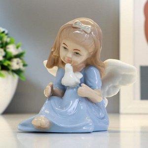 """Сувенир керамика """"Ангел-девочка в голубом платье с голубкой в руках"""" 8х9х9,5 см"""