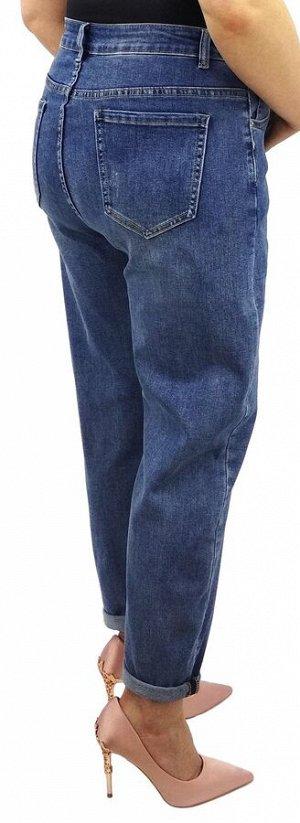 Джинсы Джинсы MOM / джинсы бананы Тип посадки: высокая; заужены к низу. Детали: застежка на молнию и пуговицу, три кармана спереди и два сзади, шлевки для ремня; декоративный карман из иск. кожи на по