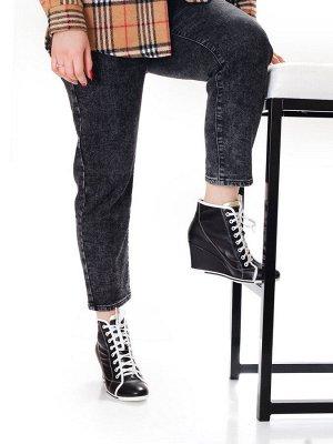 Ботинки Страна производитель: Китай Размер женской обуви x: 36 Полнота обуви: Тип «F» или «Fx» Вид обуви: Ботинки Сезон: Весна/осень Материал верха: Натуральная кожа Материал подкладки: Натуральная ко