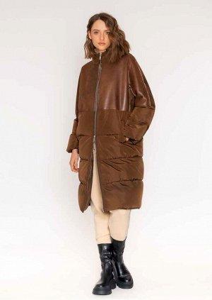 куртка ПАЛЬТО ИЗ ИСКУССТВЕННОЙ ШЕРСТИ Изготовлено из искусственной овчины в винтажном стиле в сочетании с технической стеганой тканью, наполненной воздухопроницаемыми и сверхлегкими хлопьями волокна,