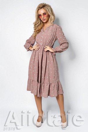 Платье цвета мокко с разрезом до середины бедра
