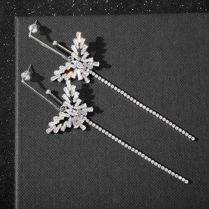 """Серьги висячие со стразами """"Цепочки"""" бабочки, цвет белый в серебре 6625403"""
