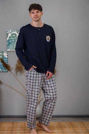 Костюм Ткань кулирка Состав 100% хлопок Описание Модный домашний костюм для мужчин. На брюках - контрастные боковые карманы. Кофта с планкой и накладным карманом. На кармане - принт