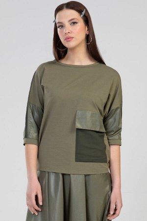 5290 Блуза Блуза женская прямого силуэта, с цельнокроеным рукавом. Горловина круглая.Перед с наладным карманом с клапаном. Спинка и рукав с членением.Низ рукава с притачной манжетой. По верхнему шву р