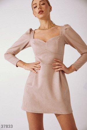 Приталенное платье-мини из замши