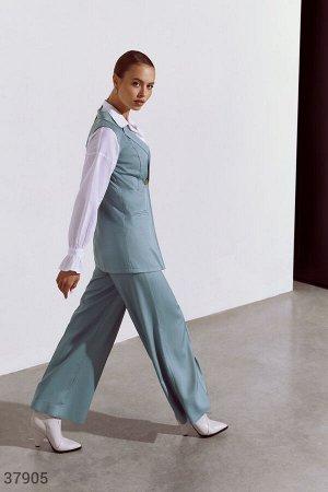 Брючный костюм бирюзового цвета