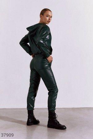 Кожаный костюм в casual-стиле