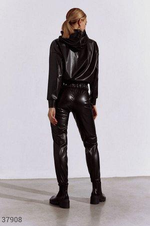 Черный кожаный костюм с джоггерами
