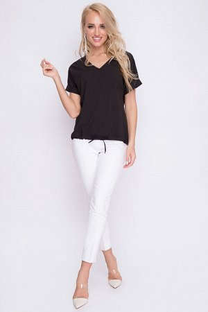 Блузка Блузка из легкого текстильного полотна с цельнокроеными рукавами и кулиской по низу. 30% вискоза 65% п/э,5% эластан