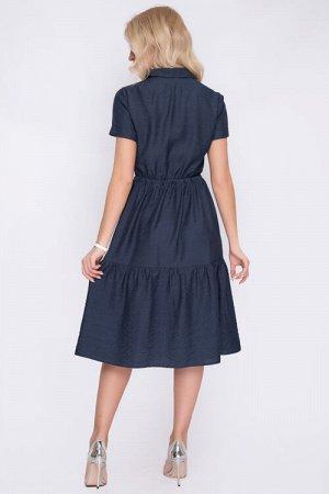 Платье Платье из текстильного полотна,свободного силуэта,воротник рубашечного типа на стойке.Центральная застежка на петли и пуговицы до низа,по юбке притачной волан.Рукав втачной короткий с отворотом