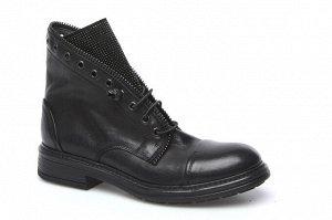 Ботинки МЕХ  Форма 480 В длину большемерят примерно на половинку, не широкие. Половинка идет на увеличение ширины, не на увеличение длины.