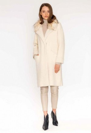 пальто ВЯЗАНОЕ ПАЛЬТО Теплое и удобное длинное пальто выполнено из шерстяного трикотажа с эффект норки. Застежка спереди на потайные кнопки ,без подкладки, дополнен съемным воротником из енота.