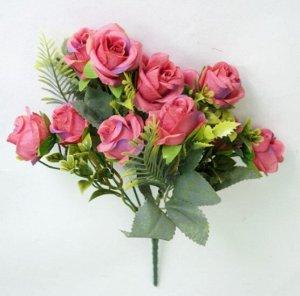 Букет роз с декоративной зеленью