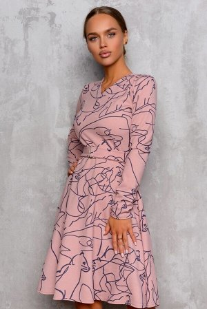 Платье Размер: 42 В эту модель просто невозможно не влюбиться! Романтичное сочетание цвета французской розы и ассиметричного принта с милыми кошечками. 65% вискоза 30% полиэстер 5% лайкра. Ткань трико