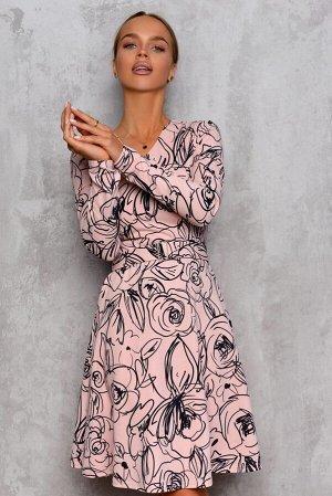 Платье Размер: 42 / 44 / 46 / 48 Поистине весеннее сочетание нежного розового креп Скуба и цветочного принта. Платье с V-образным вырезом, длинным рукавом, талию подчеркивает элегантный поясок. 65% ви