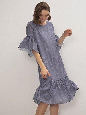 Платье Состав ткани: Полиэстер 100% Длина: 107 См. Описание модели Шифоновое платье прямого силуэта и длины миди. Ворот модели 3/4 с изящным воланом. Лёгкое изделие пастельного фиолетового оттенка усы