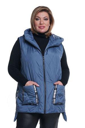 Жилет-4082 Жилет стеганый с нашивными карманами с капюшоном синий     Стеганый жилет, утепленный синтепоном, согреет в холодную погоду. Модель прямого силуэта, застёгивается спереди на молнию. Круг