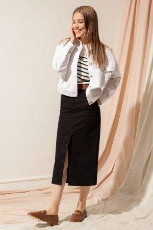 Юбка миди Рост: 170 см. Состав ткани: хлопок 98%, эластан 2% Стильная джинсовая юбка-карандаш а с высокой шлицей спереди. Застежка на пуговицу по поясу и на джинсовую металлическую молнию по гульфику