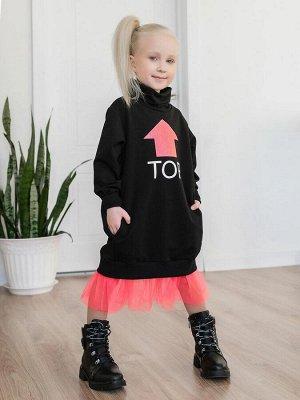 """Платье Платье из футера черного цвета для девочки в актуальном образе """"спорт-шик""""с высоким воротником-стойкой. Трендовый силуэт oversize и двойная оборка из фатина придают модели особую стильность. Бо"""