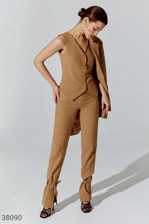 Бежевые брюки с разрезами