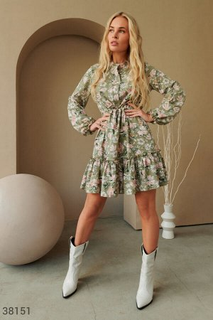 Оливковое платье с цветами