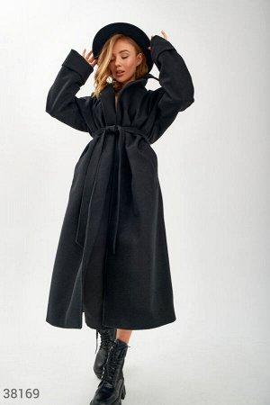 Черное удлиненное пальто