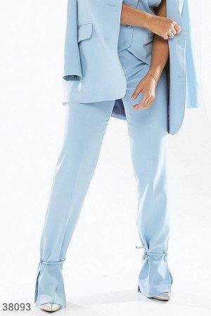 Однотонные брюки голубого оттенка