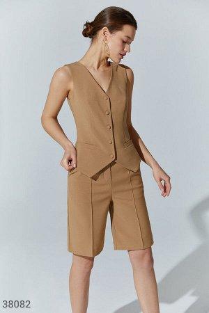 Бежевые шорты в классическом стиле
