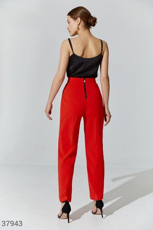 Яркие брюки с фигурным поясом