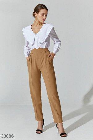Бежевые брюки с акцентным поясом