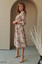 Легкое платье приталенного кроя