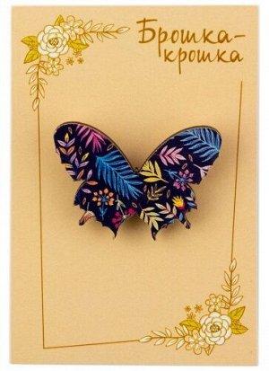 """Значок деревянный """"Бабочка"""", темный фон, фиолетовые цветы"""