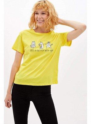 """Желтая футболка с котиками """"Жизнь лучше с йогой"""""""