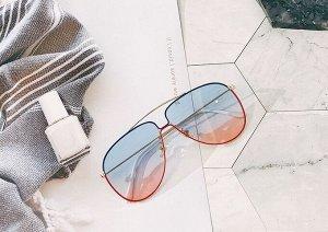 Женские поляризованные солнцезащитные очки в защитном чехле, черно-красная оправа,  белые заушники, голубо-розовые линзы