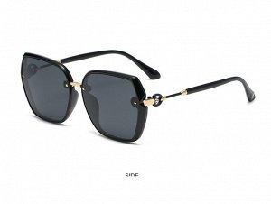 Женские солнцезащитные поляризованные очки в защитном чехле,  черная оправа,  черные дужки с декоративным элементом