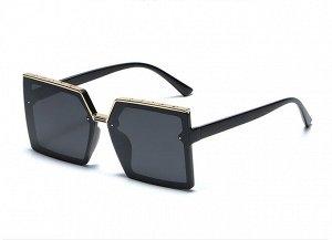 Женские солнцезащитные очки с поляризацией в защитном чехле, декоративный элемент на верней части черной оправы, черные дужки