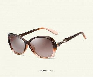 Женские солнцезащитные очки стрекоза в защитном чехле, коричневые линзы, коричневая оправа, дужки с интересным декоративным элементом