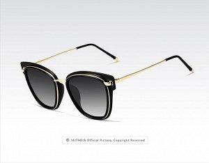 """Женские солнцезащитные очки в защитном чехле с надписью """"Veithdia"""", темно-серые линзы, черная оправа с золотистым декором, золотые дужки, черные заушники"""