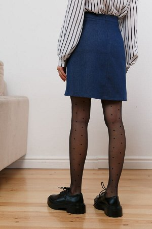 Юбка (НСК) Юбка (НСК)  Состав: 95% Хлопок 5% Эластан Описание модели: Стильная юбка из джинсового полотна. Модель А-силуэта на притачном поясе. По переду декоративные швы с имитацией застёжки на пуго