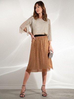 Юбка Остав ткани: Полиэстер 100% Длина: 69 См. Описание модели Чарующая юбка на бархатистой резинке для танцевальных вечеров. Золотистые нити, напоминающие лучи солнца, пронизывают всю ткань. Модель с