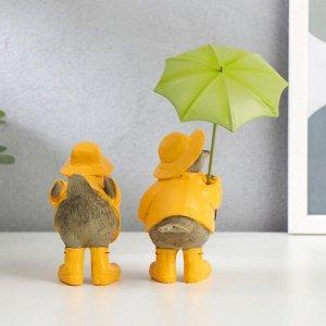 """Сувенир полистоун """"Воробьи в дождевиках и сапогах, с зонтом"""" набор 2 шт 10,5х8,5х5,5 см"""