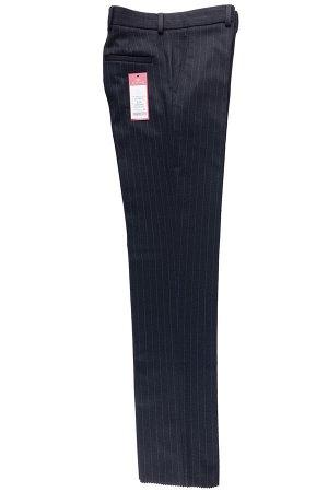 Брюки Сезон: зимние. Модель: классика со стрелками. Цвет: чёрный. Комплектация: брюки. Состав: шерсть-40%, вискоза-27%, полиэстер-31%, эластан-2%. Бренд: Svyatnyh. Фактура: полоса. Посадка: узкие.