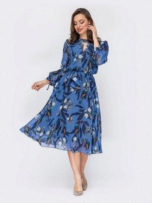 Платье Струящееся платье из шифона с фигурным вырезом горловины. Модель с расклешенной юбкой, дополнена завязками по рукаву. Талия отрезная с эластичной деталью в поясе. В изделии предусмотрена тонкая