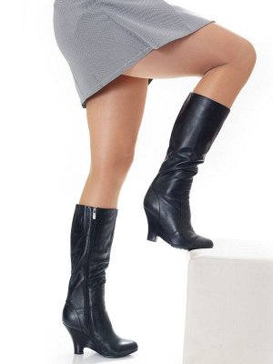 Сапоги Страна производитель: Китай Размер женской обуви x: 35 Полнота обуви: Тип «F» или «Fx» Сезон: Зима Вид обуви: Сапоги Материал верха: Натуральная кожа Материал подкладки: Натуральный мех Каблук/