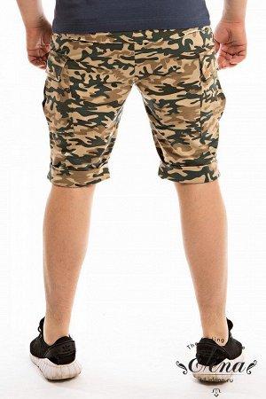 Шорты Шорты мужские выполнены из футер петли (камуфляж). Средней длины, внизу на планке. Сбоку, по шву накладной карман. В качестве отделки на боковом кармане вышивка. Пояс на резинке. Размерный ряд: