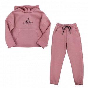 Костюм Стильный теплый костюм. Украшен шелкографией. Цвет как на фото. Материал: 80% хлопок, 20% п/э, футер с начесом 3-нитка пенье Размеры: 34, 36, 38, 40 Цвет - Любой;Песочный;Бежевый;Розовый