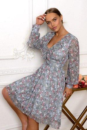 Платье Размер: 42 Воплощение красоты и женственности, вот как кратко можно охарактеризовать это платье. Серебристый оттенок материала подчёркивает яркий цветочный принт. Лёгкая рюша струится по линии