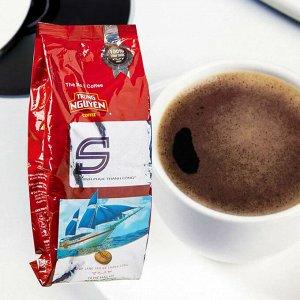 Молотый кофе,  Состав: кофе молотый из зерен сортов Арабика, Робуста, Эксцельза ,Катимор, 0,14% натуральные ароматизаторышоколад/масло/ кофе,  2% сои, 0,2% масло, 0,15 % виски 100 гр,