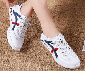 Кроссовки женские, красные/темно-синие полосы, цвет белый