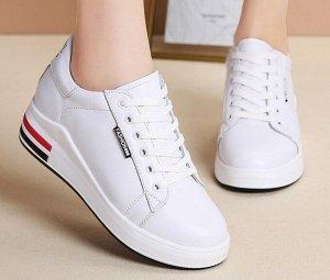 Женские кроссовки, цвет белый, черные и красные полосы на подошве